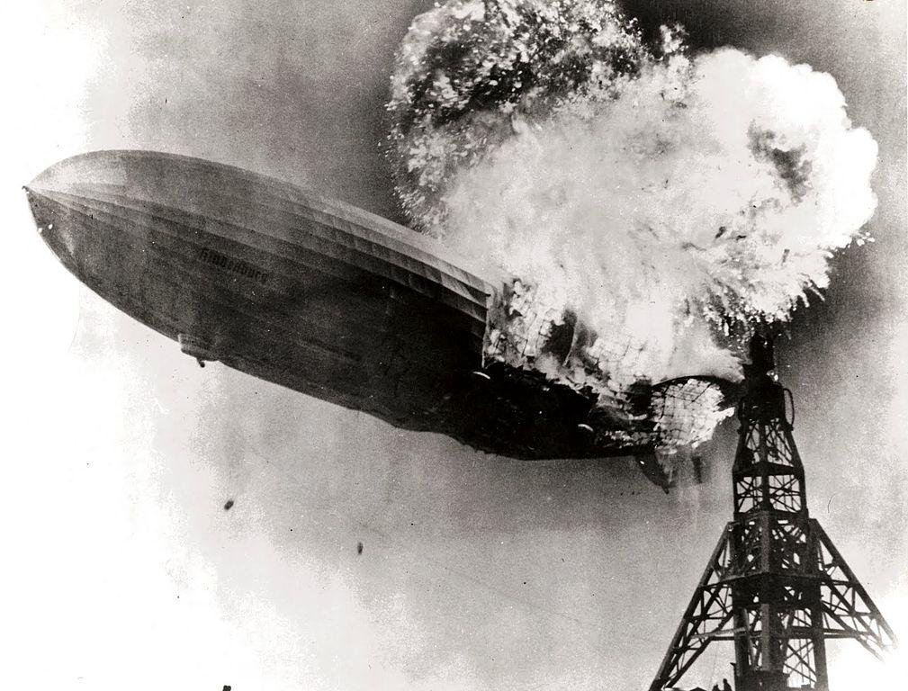 1009px-Hindenburg_burning